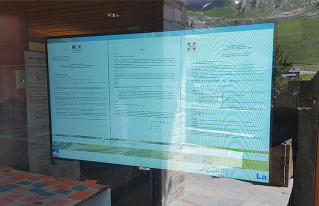 Diffusion de l'affichage légal - Affichage dynamique en Collectivité et Administration publique : écran vitrine, écran haute luminosité.