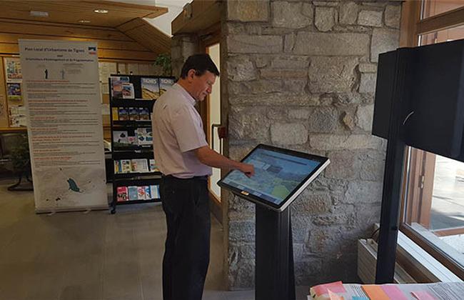 La mairie de TIGNES - affichage dynamique légal - diffusion des actes - consultation des actes et délibérations, écran vitrine, pupitre tactileconsultation d'actes légaux en version numériques
